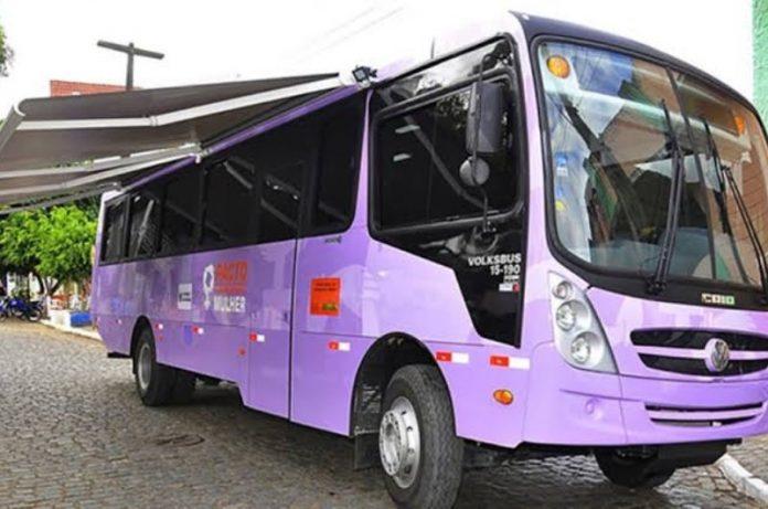 Ônibus oferece serviços gratuitos para mulheres